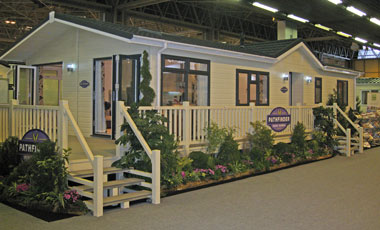 Pathfinder Retreat Lodge Exterior