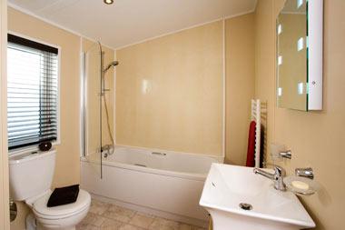 Victory Versailles Lodge Bathroom