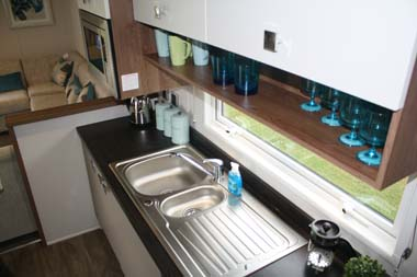 Willerby 2014 3-bed Skyline holiday home kitchen