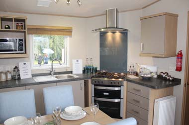 ABI Roxbury holiday home - The oven and hob are mounted at 45 degrees to the sink unit