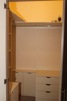 Willerby Clearwater holiday lodge - The walk-in wardrobe in the main bedroom has hanging rails and drawers