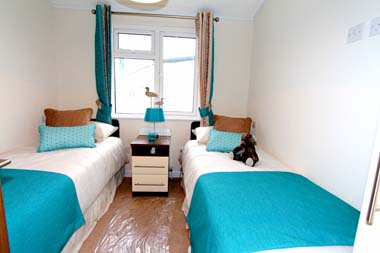 2014 Omar Apex twin bedroom
