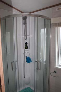 Carnaby Willow - The en suite has a quadrant shower