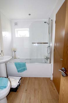 Tingdene Beachcomber lodge - Bathroom V2