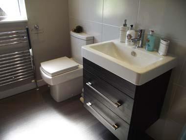 Omar Classic Lodge Main Bathroom 02