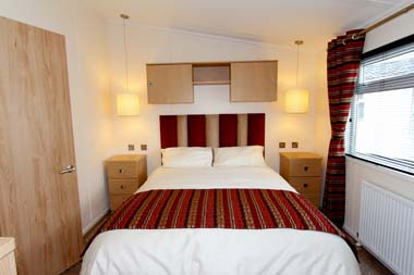 Victory Versailles Master bedroom V1