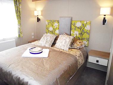 Regal Sandringham - Main Bedroom