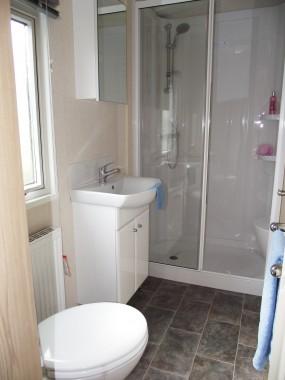 Victory Capri Main Bathroom 02