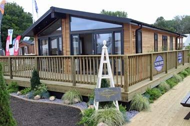 Pathfinder Fairway Lodge exterior