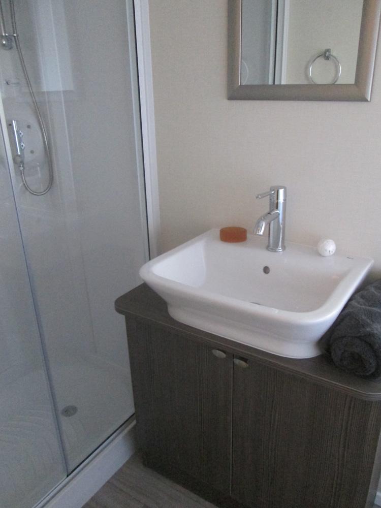 Regal Somerton Shower & Handbasin