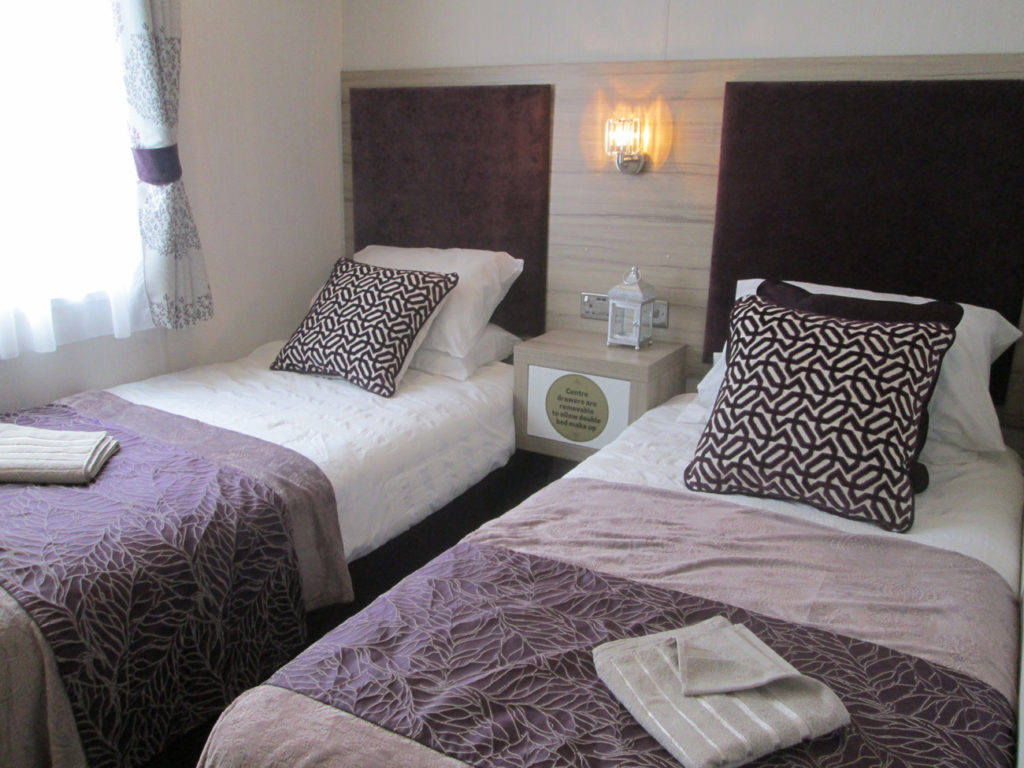 Swift Whistler Lodge Twin Room Bedheads
