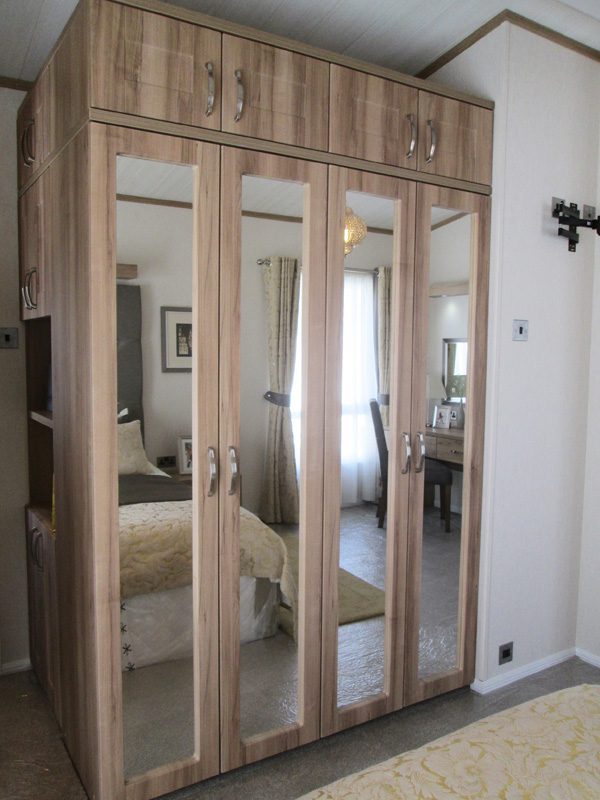 Pemberton Rivendale Lodge Mirrored wardrobes