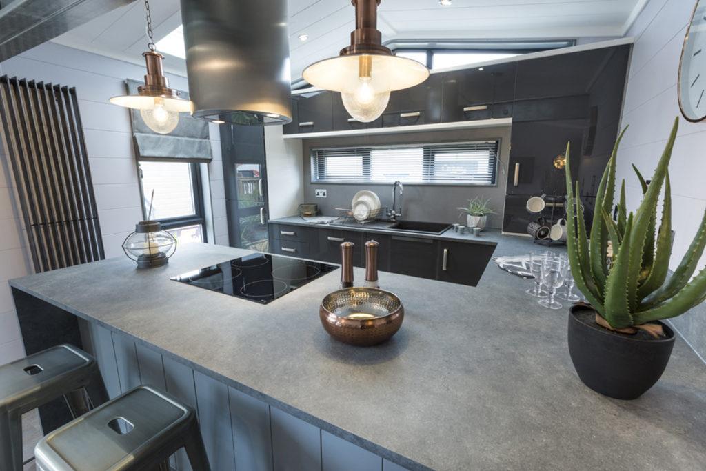 Tingdene Kudos Kitchen Reverse