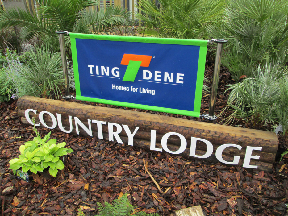 Tingdene Country Lodge Sign